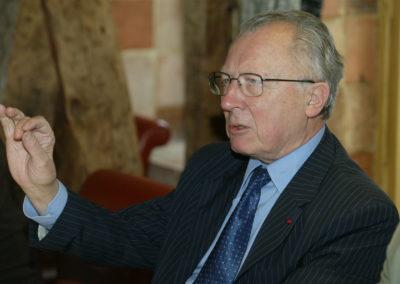 Jacques Delors, éternel passionné de la geste cycliste. Les spécialistes savent qu'il a créé en 1986, avec la complicité de Jacques Goddet, le Tour de la Communauté européenne pour prolonger l'aventure du Tour de l'Avenir.