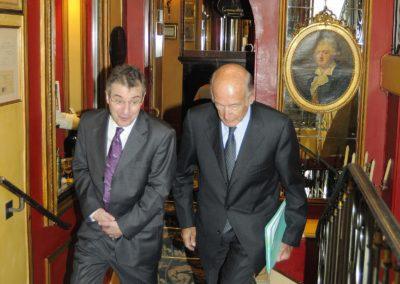 Nouveau calendrier pour le <a href=https://www.prix-jacques-goddet.com/le-prix-jacques-goddet>Prix Jacques-Goddet</a href> (les jurés se réunissent maintenant l'année suivant le millésime du Prix) mais toujours le même esprit d'exception. Au nom de LCL, son partenaire, et du Tour de France, son mandataire, l'organisateur Christophe Penot est heureux d'accueillir Valéry Giscard d'Estaing, XX<sup>e</sup> président de la République, comme invité d'honneur du 4<sup>e</sup> Prix Jacques-Goddet.