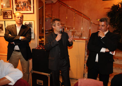 Soirée de la remise du 6<sup>e</sup> Prix Jacques-Goddet à Liège, le 5 juillet 2010, lors du dîner de l'Association internationale des journalistes du cyclisme. Il revient à Christophe Penot, l'organisateur, de remercier non seulement l'association représentée par son président Gilles Le Roch, mais aussi les principaux soutiens du Prix Jacques-Goddet que sont le groupe Carrefour et le Tour de France.