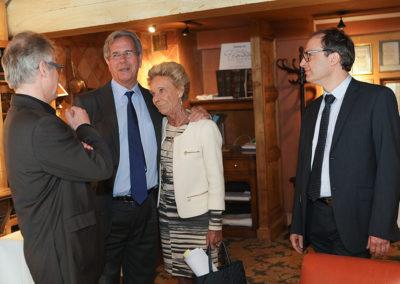 «Je viens d'être nommé par le président Chirac à la présidence du Conseil constitutionnel pour neuf ans. Attendez quelques années puis réinvitez-moi dans votre jury; ainsi, nous nous reverrons», nous avait-il proposé en 2006. Promesse tenue: pour la plus grande joie de Rosine Goddet, Christophe Penot, l'organisateur, et Henri Montulet, fidèle juré, ont le plaisir d'accueillir Jean-Louis Debré comme invité d'honneur du 11<sup>e</sup> Prix Jacques-Goddet.