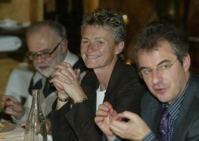 Sophie Moressée-Pichot entre Serge Laget et Christophe Penot. Championne olympique à l'épée par équipe en 1996, elle met aujourd'hui ses compétences au service de LCL-Le Crédit Lyonnais et du <a href= https://www.prix-jacques-goddet.com>Prix Jacques-Goddet</a>.
