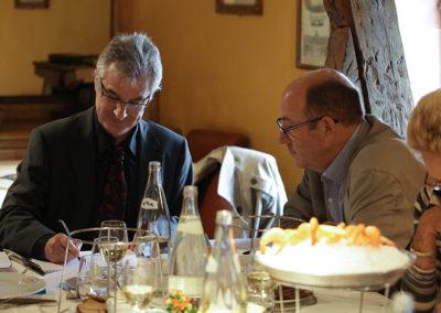 Inamovible secrétaire de séance, Christophe Penot enregistre les votes annoncés par le président du jury. Dans un souci quasi réglementaire, Philippe Sudres vérifie.