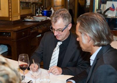 Au troisième tour de scrutin, en dévoué assesseur, Paul Belmondo recompte avec Christophe Penot les voix des deux derniers journalistes en lice. Finalement, Daniel Bilalian, <a href=https://www.prix-jacques-goddet.com/les-presidents-de-jury>président du jury</a>, choisira de faire jouer sa voix qui compte double pour les départager.