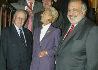 Le jury du 1<sup>er</sup> Prix Jacques-Goddet réuni autour de ses invités. Dans une franche bonne humeur qui deviendra l'une des marques de tous les Prix Jacques-Goddet.