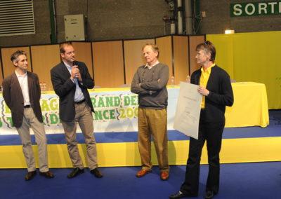 Le salut amical à nos amis de LCL, partenaires des quatre premières éditions du Prix Jacques-Goddet. En plein accord avec l'organisateur, ils passeront le relais pour la cinquième édition.