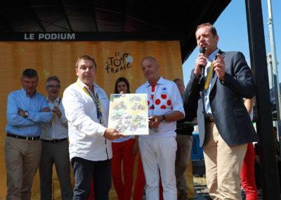 Christian Prudhomme réclame l'attention. En ce lundi 3 juillet 2017, il veut dire tout son bonheur de récompenser Stéphane Thirion chez lui, à Verviers, en Belgique, devant ses amis et, bien sûr, devant ses lecteurs!