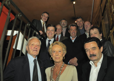 Le jury du 6<sup>e</sup> Prix Jacques-Goddet sous l'objectif du photographe Jean-Luc Lamaère. Pierre Mazeaud et Edwy Plenel ont tenu à entourer Rosine Goddet.