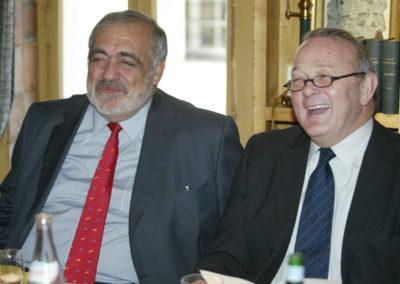Il n'est pas interdit d'en rire ! Philippe Séguin et Jean-Marie Leblanc, le directeur du <a href=https://www.letour.fr/fr>Tour de France</a>, en joyeux défenseurs de la langue française.