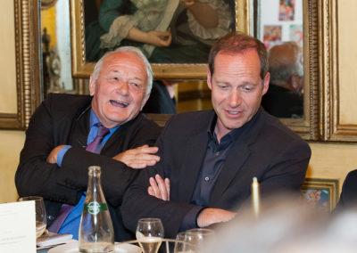 Comme deux (prestigieux) larrons en foire ! Jean-Marie Leblanc et Christian Prudhomme célèbrent dans la bonne humeur les vertus de la langue française et du Tour de France.