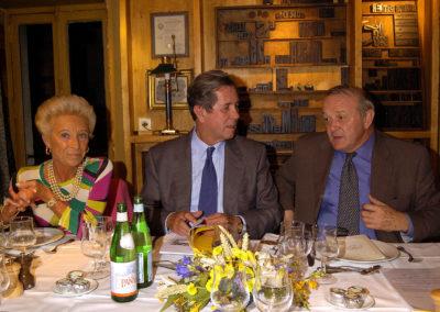 Rosine Goddet, Jean-Louis Debré, Jean-Marie Leblanc côte à côte. Les débats sont lancés, qui aboutiront à désigner le lauréat du 3<sup>e</sup> Prix Jacques-Goddet.