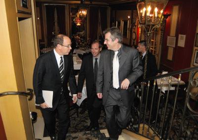 Bienvenue, Monseigneur, au fronton du 5<sup>e</sup> Prix Jacques-Goddet! Christophe Penot et Christian Prudhomme, le directeur du Tour de France, sont allés accueillir leur invité d'honneur, le Prince Albert II de Monaco.