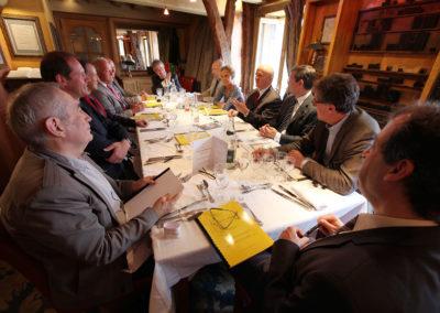 La table des jurés, articulée selon la tradition autour de son invité d'honneur et de son président de jury. Le beau souvenir d'une très belle édition.