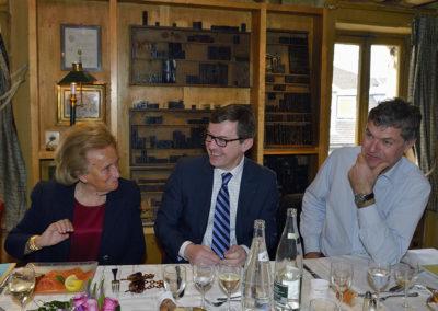 Eux aussi ont l'air de beaucoup s'amuser ! Entre deux lectures du dossier des articles candidats, Bernadette Chirac a partagé quelques confidences avec Frédéric Ebling et Laurent Lachaux.