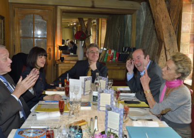 De ce côté de la table, c'est Rosine Goddet qui donne la mesure! Sur les visages de Jean-Marie Leblanc, de Catherine Besançon, invitée ès qualités, de Christophe Penot et de Philippe Sudres, on peut lire autant d'étonnement que de jubilation.
