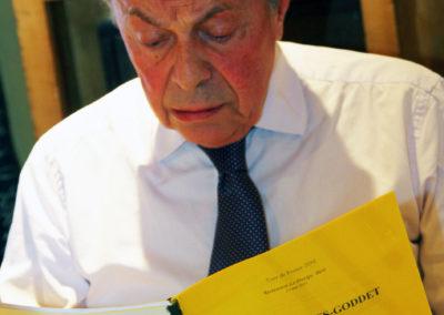 Épuisant métier que celui d'intègre <a href=https://www.prix-jacques-goddet.com/les-presidents-de-jury/>juré</a>! Le dossier du 7<sup>e</sup> Prix Jacques-Goddet dans les mains, Michel Rocard ne masque pas sa perplexité devant la difficulté du choix.