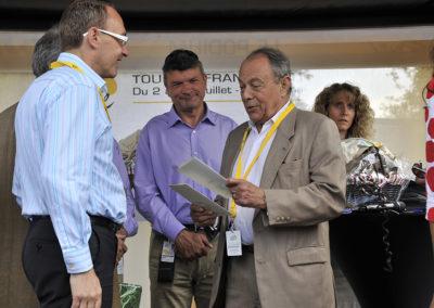 Sous le regard de Bernard Thévenet, ancien champion, vainqueur des Tours de France 1975 et 1977, Michel Rocard confie son émerveillement devant ces journalistes de terrain, capables de raconter chaque jour l'histoire à peine née, ou à naître, de la course. Un hommage qui va droit au cœur du lauréat.