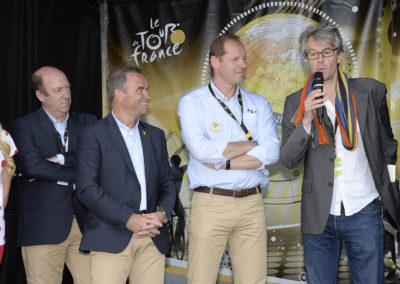 Derniers mots— émus — de Jean-Louis Le Touzet, ancien compagnon du Tour de France devenu depuis peu reporter de guerre pour Libération: «Je vous aime!» Un cri du cœur désormais gravé dans l'histoire du Prix Jacques-Goddet.
