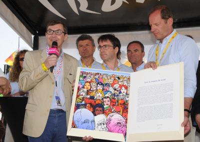 Frédéric Ebling fait écho. Directeur des affaires publiques du groupe Carrefour France, il redit au lauréat Gilles Comte son bonheur d'associer le nom du premier employeur privé de France au Prix Jacques-Goddet, indissociable maillon de la grande chaîne formée par la francophonie.