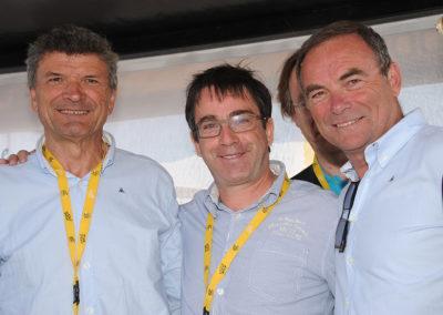 Il a toujours dit et écrit qu'il était devenu journaliste par admiration pour Bernard Thévenet et Bernard Hinault. Les deux champions, fidèles amis du Prix Jacques-Goddet, ont tenu à entourer Gilles Comte.