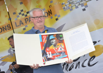 Heureux récipiendaire ! Pour toujours, Philippe Le Gars a inscrit son nom au palmarès du Prix Jacques-Goddet qui récompense chaque année le meilleur article écrit en langue française sur le Tour.