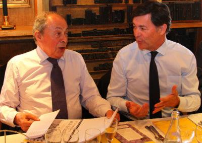 Ils échangent, ils hésitent, ils réfléchissent ensemble. Entre Michel Rocard et Gérard Castrie, tous les charmes d'un débat qui n'a que le reportage cycliste pour vainqueur.