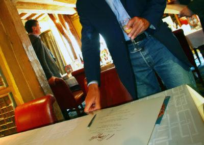 Président du jury, Patrick Poivre d'Arvor a signé le portfolio du 7<sup>e</sup> Prix Jacques-Goddet. Il dirigera ensuite les débats d'une main de maître.