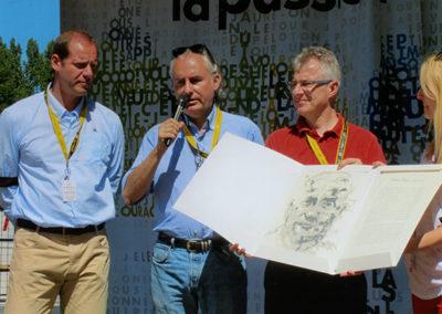 Figure de la salle de presse, François Thomazeau a suivi le Tour de France pour l'Agence Reuters et pour différents journaux, du <em>Monde</em> au <em>Figaro</em>. Signe des temps et de modernité, il est aujourd'hui le premier journaliste consacré par le Prix Jacques-Goddet avec un article publié, non pas dans un journal papier, mais sur un site internet.