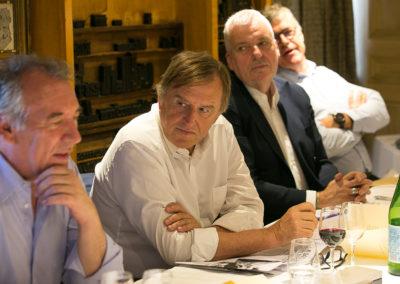 La parole est à l'invité d'honneur. Sous le regard attentif d'Yvan Lachaud, président de la Communauté d'agglomération Nîmes Métropole, de Jean-Luc Schnoebelen et de Laurent Lachaux, François Bayrou, maire de Pau, rappelle que sa bonne ville a déjà accueilli à soixante et onze reprises le Tour de France !