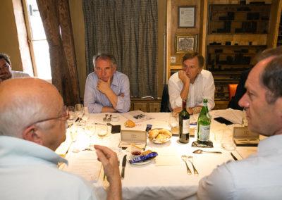 Mathieu Coureau, François Bayrou, Yvan Lachaud, Christian Prudhomme. Tous à l'écoute d'un Erik Orsenna qui a noté un à un chacun des vingt-et-un articles candidats au 15<sup>e</sup> Prix Jacques-Goddet !