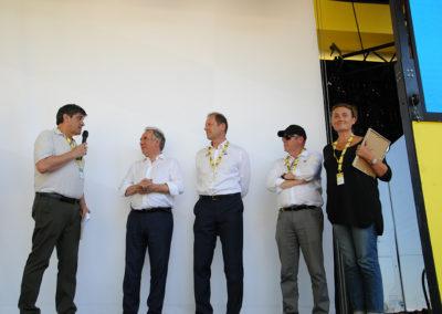 Philippe Sudres et Jennifer Cormier ont rejoint Christian Prudhomme et François Bayrou. Pour rappeler que l'excellent Jean-Luc Gatellier reçoit aussi, ce même jour, le Prix Antoine Blondin du Tour !