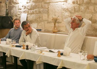 Sous le regard de Fabrice Tiano et d'Olivier Galzi, Hervé Morin témoigne de sa propre passion du Tour de France. Celle d'un homme né à Pont-Audemer en 1961, dans un terroir normand où le cœur battait plus fort au seul nom de Jacques Anquetil…