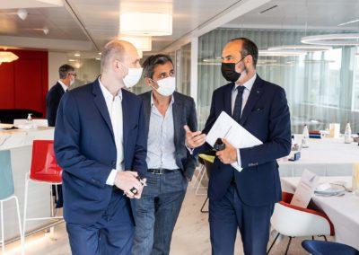 Trois hommes masqués dans les couloirs de «L'Équipe», où bat le cœur de la presse sportive française. Jean-Étienne Amaury, Oliver Galzi et Édouard Philippe ont déjà lancé les débats.