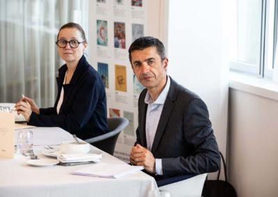 Isabelle Roche et Vincent Coté à l'écoute. Tous deux défendront avec passion leurs propres préférences.