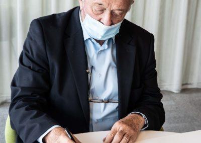 En l'absence exceptionnelle de Christian Prudhomme, Jean-Marie Leblanc a repris la plume pour signer un à un les portfolios de la dix-septième édition. «C'est une petite fierté dont je veux m'honorer, écrit-il justement : la création d'un Prix Jacques-Goddet chargé de récompenser chaque année le meilleur article de presse écrit en langue française sur le Tour de France.»