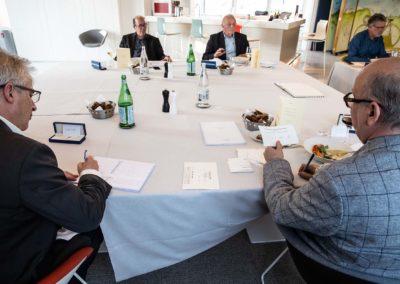 Marc Lambron annonce, Christophe Penot note, Philippe Sudres, Jean-Marie Leblanc et Laurent Lachaux enregistrent. La vie classique d'un jury.