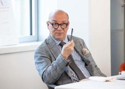 Le président du Jury Marc Lambron à la relance. Seulement quatre articles, de Christophe Bérard («Le Parisien»), Mickaël Caron («Le Journal du Dimanche»), Gilles Comte («Vélo Magazine») et Alexandre Roos («L'Équipe»), sont désormais en lice.