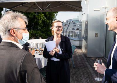 Christophe Penot et Jean-Étienne Amaury, heureux hôtes. Ils reçoivent Isabelle Roche,  directrice du développement culturel du groupe Edeis l'Allié des territoires, venue siéger pour la deuxième fois au sein du Jury.