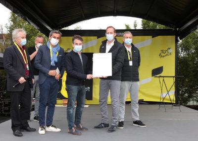 Gilles Comte, 58 ans, rédacteur en chef de « Vélo Magazine ». Une sorte d'habitué des podiums déjà consacré par deux Prix Pierre-Chany et le Prix Jacques-Goddet qu'il reçoit ici pour la deuxième fois.