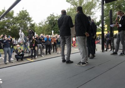 La remise du 17e Prix Jacques-Goddet côté jardin. C'était à Muret, le 14 juillet 2021, sur le podium du Village du Tour de France.